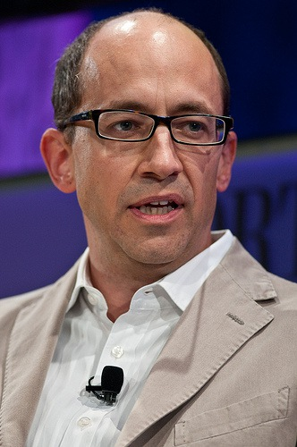 Twitter Monetizes Mobile Users as Facebook Stock Flounders