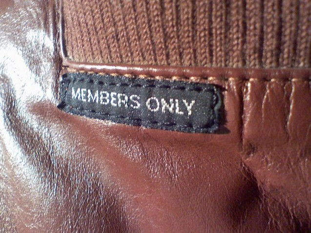 800px-MEMBERS_ONLY_jacket_tag