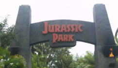 Jurassic_Park_Entrance_Arch_at_the_Universal_Islands_of_Adventure