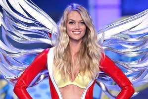 Lindsay Ellingson #VSFashionshow Visual Content Marketing Content Hub