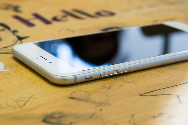 Mobile Search Spend To Surpass Desktop Next Year, iOS Still King Of Mobile Web Traffic