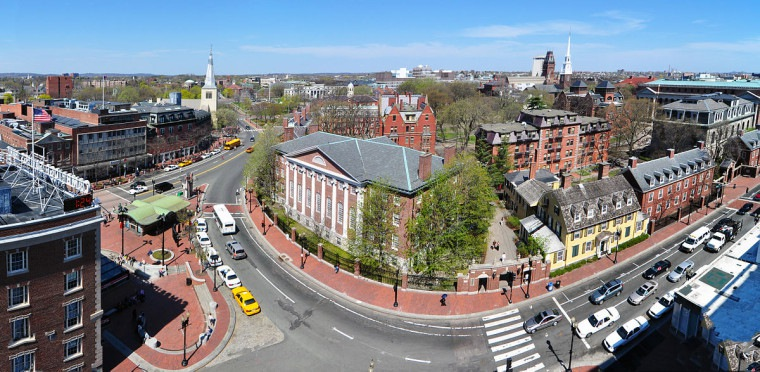 1200px-Harvard_square_harvard_yard