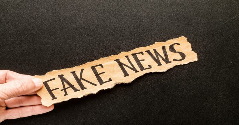 How to Differentiate Fake News from Real News in Social Media