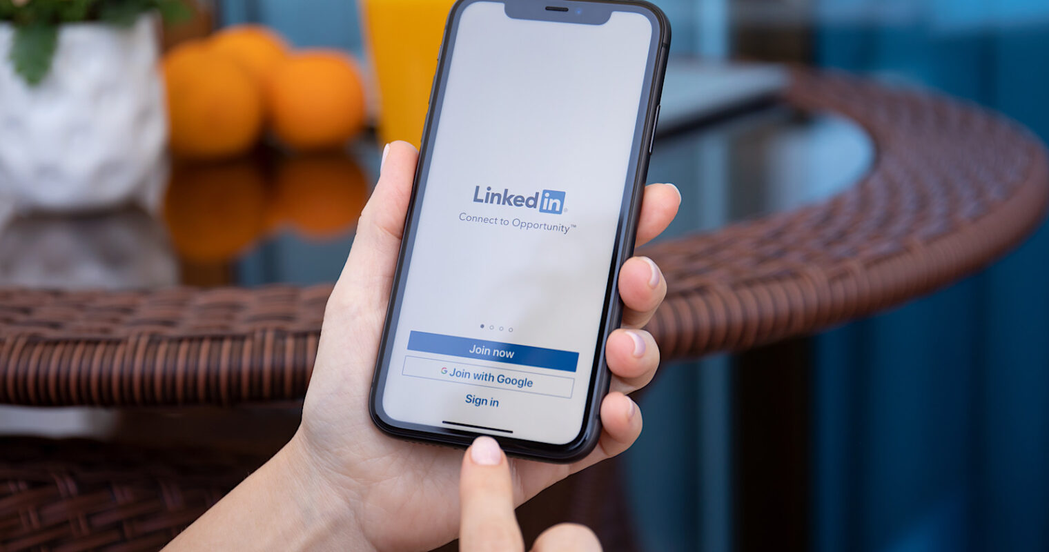 Add Links to LinkedIn Stories With New Swipe-Up Feature